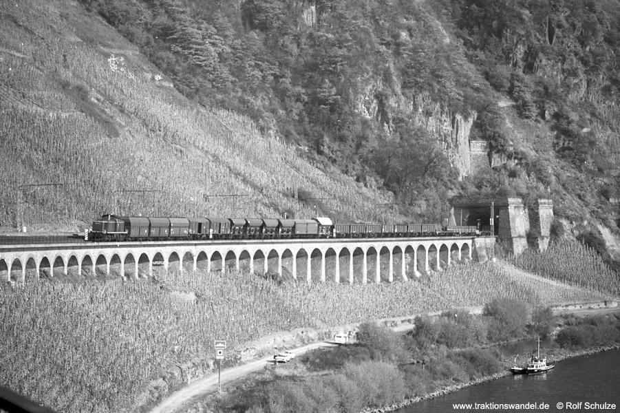 http://www.traktionswandel.de/pics/foren/hifo/1973-10-31_A196-23_290-Schub_BwTrier_Dg_Puenderich-Hangviadukt_900.jpg