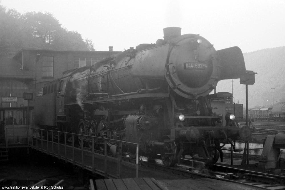 http://www.traktionswandel.de/pics/foren/hifo/1973-11-02_A198-12_044592-4_BwBetzdorf_dort-Drehsch_1000.jpg