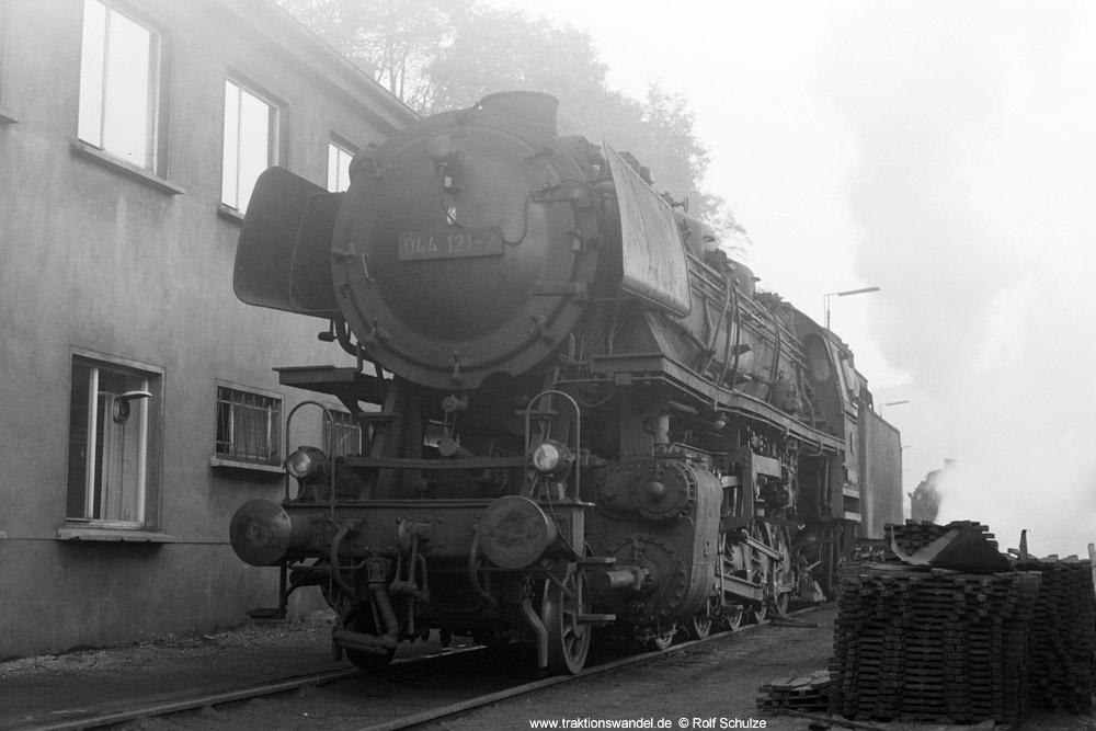 http://www.traktionswandel.de/pics/foren/hifo/1973-11-02_A198-24_044121-2_BwBetzdorf_dort_1000.jpg