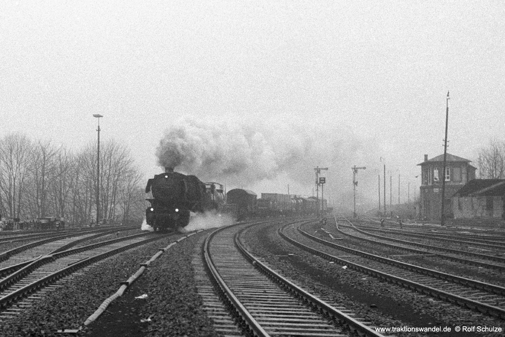 http://www.traktionswandel.de/pics/foren/hifo/1973-12-28_A199-2-06_044592-4_Bw-Betzdorf_Dg6109_Au_1000.jpg