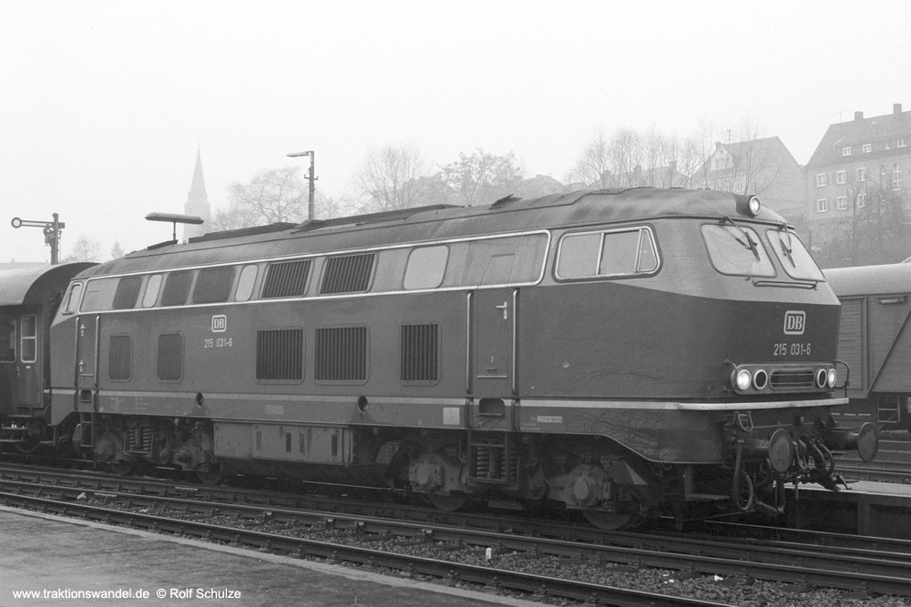 http://www.traktionswandel.de/pics/foren/hifo/1973-12-28_A200-10_215031-6_BwKoeln-Nippes_N_Betzdorf_1000.jpg