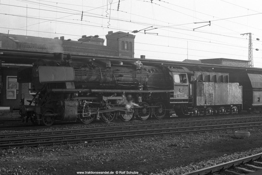 http://www.traktionswandel.de/pics/foren/hifo/1974/1974-01-03_A204-02_044238-4_BwEmden_Gdg_RheinePbf_1000.jpg