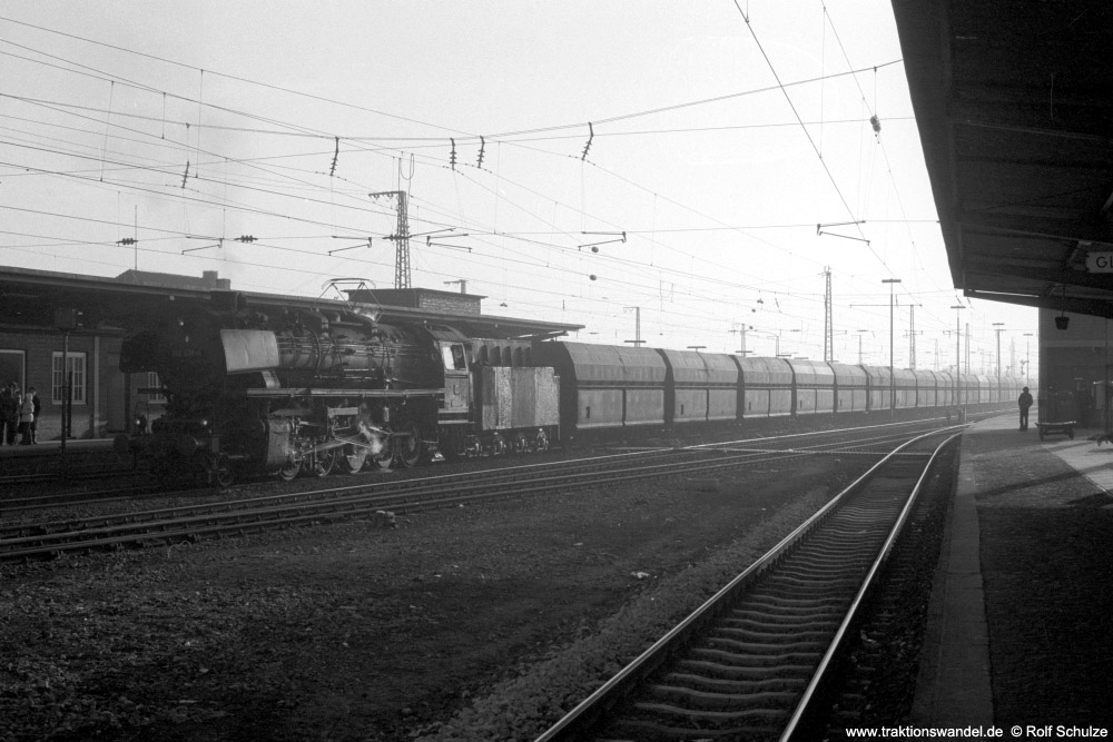 http://www.traktionswandel.de/pics/foren/hifo/1974/1974-01-03_A204-04_044238-4_BwEmden_Gdg_RheinePbf_1000.jpg
