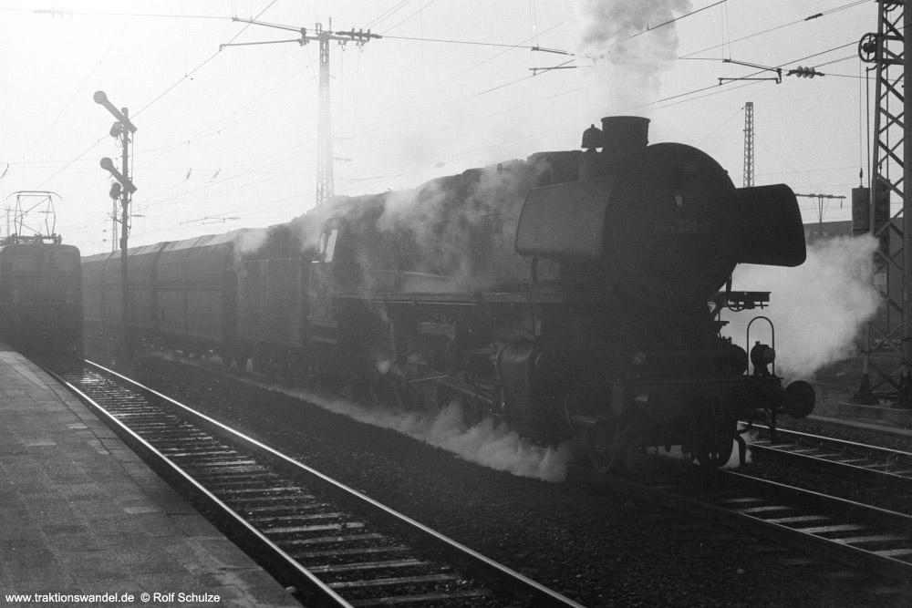 http://www.traktionswandel.de/pics/foren/hifo/1974/1974-01-03_A204-06_044238-4_BwEmden_Gdg_RheinePbf_Ausf_1000.jpg
