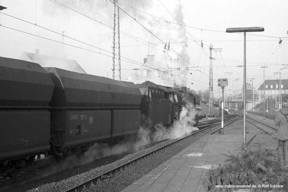 http://www.traktionswandel.de/pics/foren/hifo/1974/1974-01-03_A204-08_044238-4_BwEmden_Gdg_RheinePbf_Ausf_1000.jpg