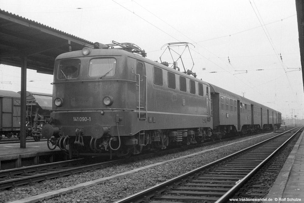 http://www.traktionswandel.de/pics/foren/hifo/1974/1974-03-16_A215-1-14_141090-1_BwFrankfurt-M-1_N_Aschaffenbg_1000.jpg