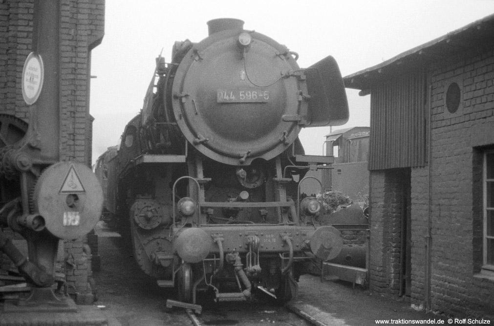 http://www.traktionswandel.de/pics/foren/hifo/1974/1974-03-24_A218-21_044596-5_BwBetzdorf_dort_rss_1000.jpg