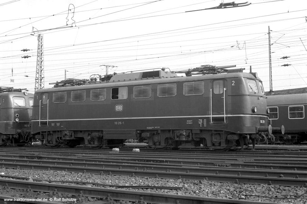http://www.traktionswandel.de/pics/foren/hifo/1974/1974-03-30_A219-09_110215-1_BwFrankfurt-M-1_dort_1000.jpg
