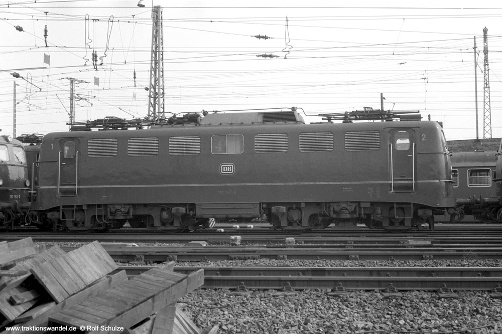 http://www.traktionswandel.de/pics/foren/hifo/1974/1974-03-30_A219-11_110157-5_BwFrankfurt-M-1_dort_1000.jpg