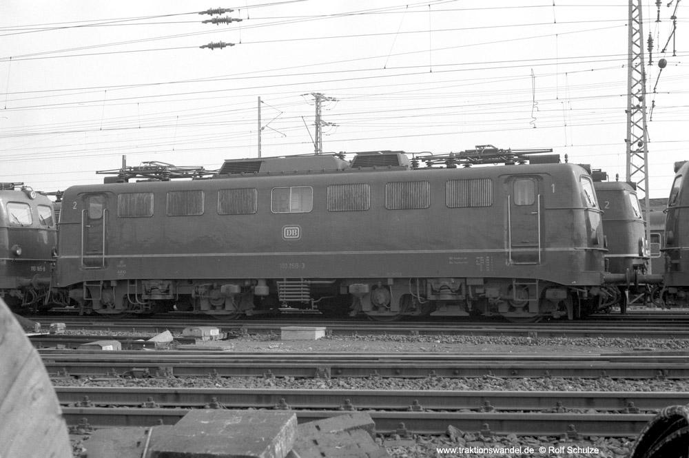 http://www.traktionswandel.de/pics/foren/hifo/1974/1974-03-30_A219-12_110158-3_BwFrankfurt-M-1_dort_1000.jpg