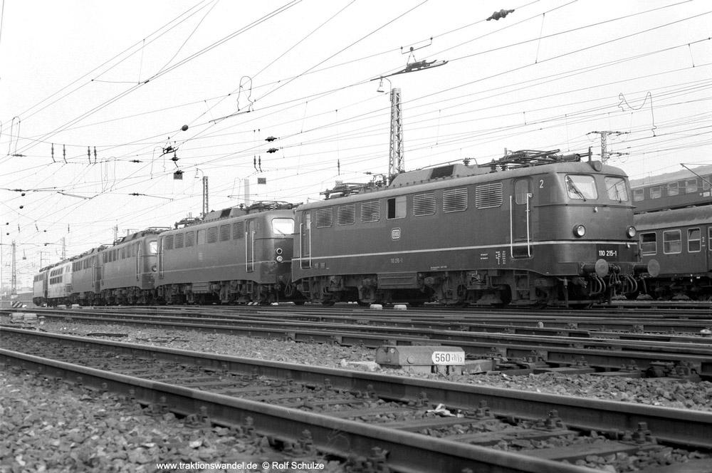 http://www.traktionswandel.de/pics/foren/hifo/1974/1974-03-30_A219-15_110215_u-a_imBwFrankfurt-M-1_1000.jpg