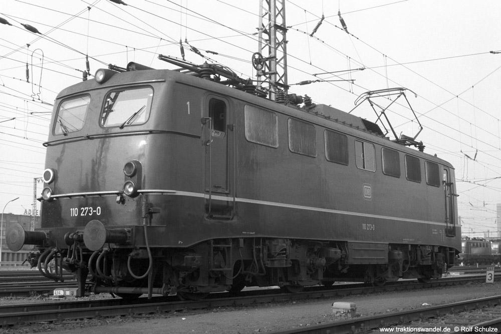 http://www.traktionswandel.de/pics/foren/hifo/1974/1974-03-30_A219-20_110273-0_BwFrankfurt-M-1_dort_1000.jpg