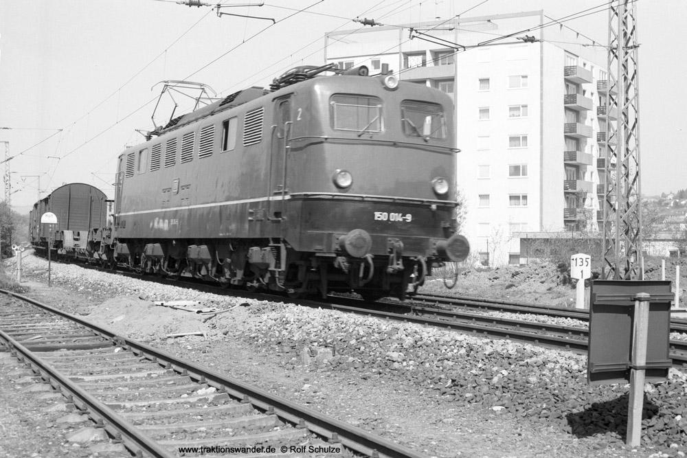 http://www.traktionswandel.de/pics/foren/hifo/1974/1974-04-09_A222-30_150014_Dg_Wuerzburg-Mainbruecke_1000.jpg
