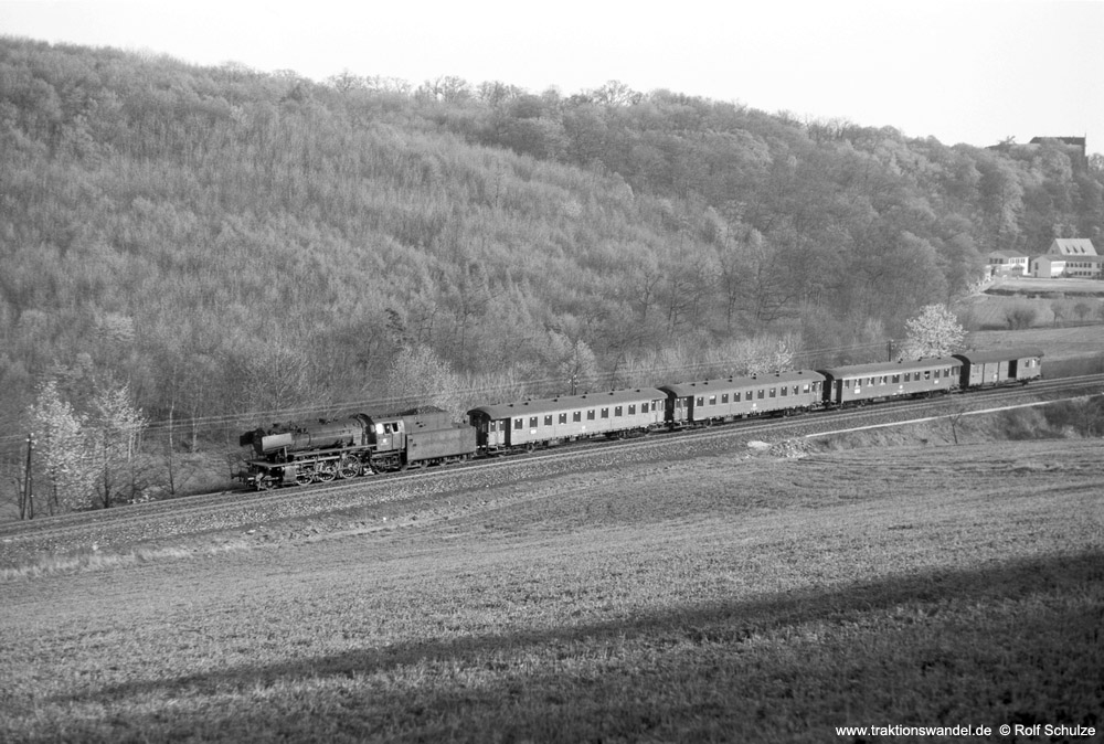 http://www.traktionswandel.de/pics/foren/hifo/1974/1974-04-09_A223-01_023039-1_BwCrailsheim_N3882_ReichenbergerGrund_1000.jpg
