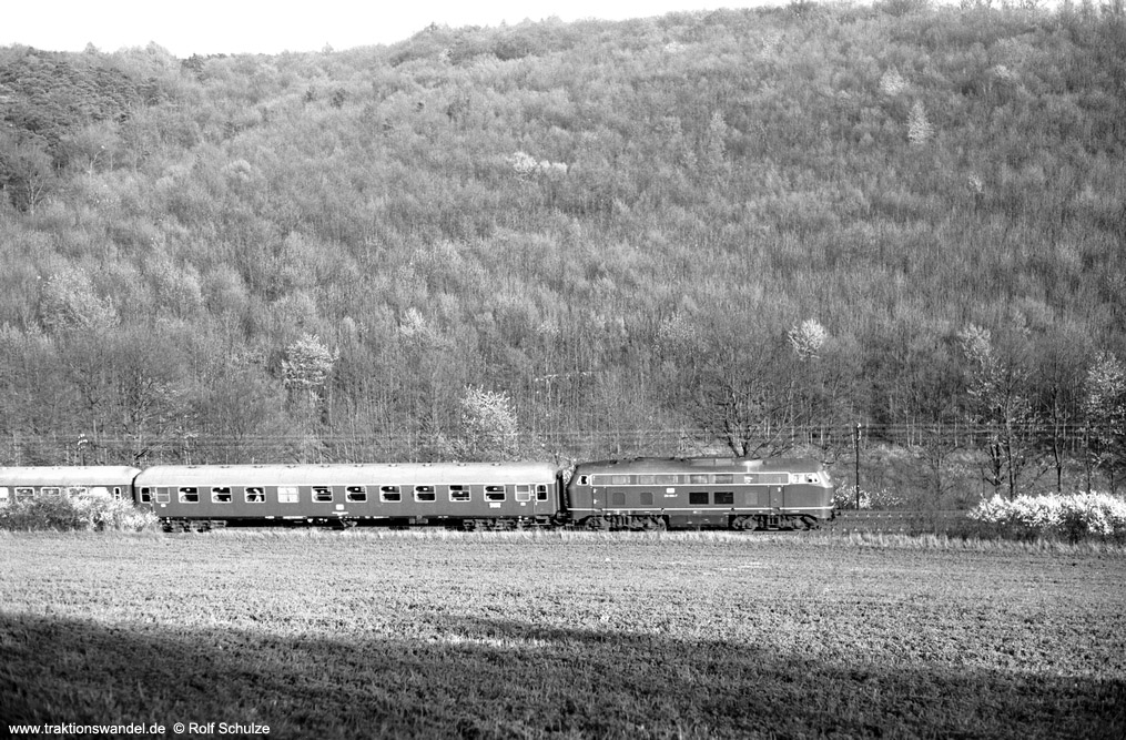 http://www.traktionswandel.de/pics/foren/hifo/1974/1974-04-09_A223-03_2151xx-7_BwUlm_DC999_ReichenbergerGrund_1000.jpg