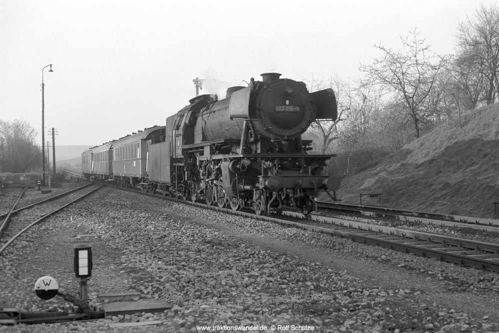http://www.traktionswandel.de/pics/foren/hifo/1974/1974-04-10_A223-15A_023016-9_BwCrailsheim_N3884_Reichenberg_1000.jpg