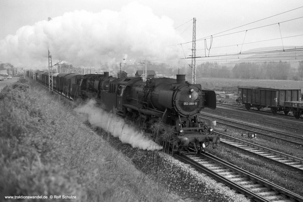 http://www.traktionswandel.de/pics/foren/hifo/1974/1974-04-11_A223-37_053089-9_050856-4_BwCrailsheim_Sg5321_Lauda_1000.jpg