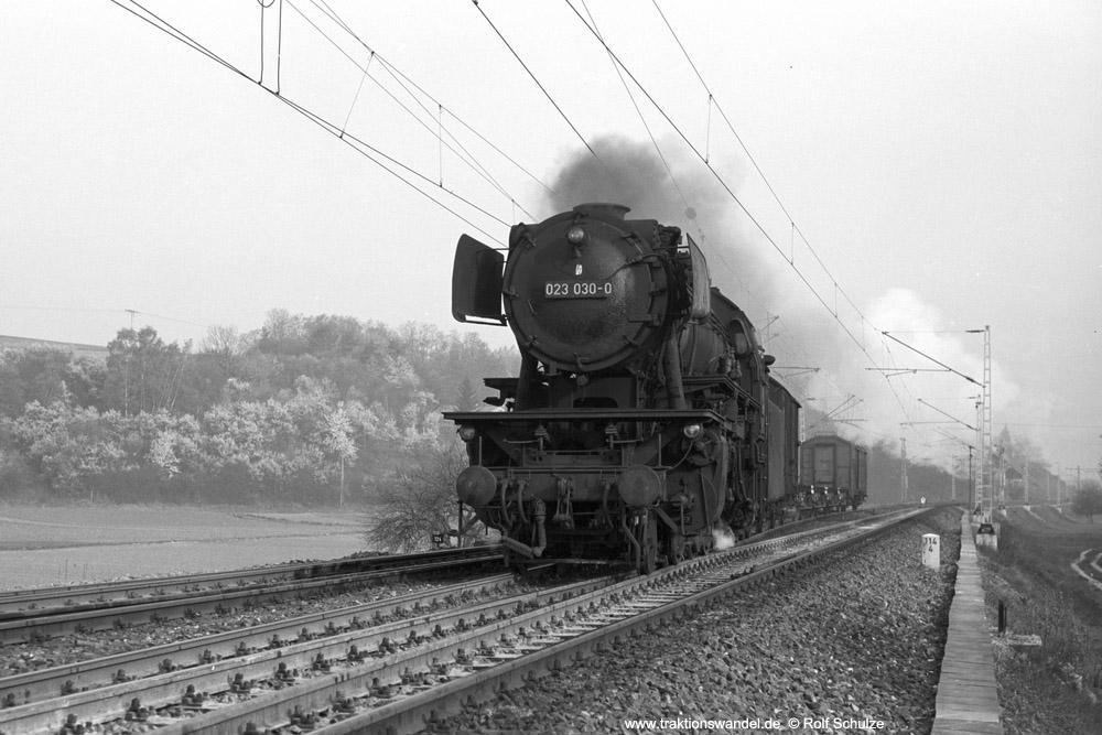 http://www.traktionswandel.de/pics/foren/hifo/1974/1974-04-11_A224-04_023030-0_BwCrailsheim_UE18881_Koenigshofen_1000.jpg