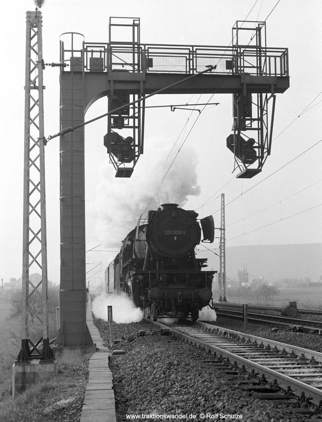 http://www.traktionswandel.de/pics/foren/hifo/1974/1974-04-11_A224-05_023029-2_BwCrailsheim_N3868_Koenigshofen_850h.jpg