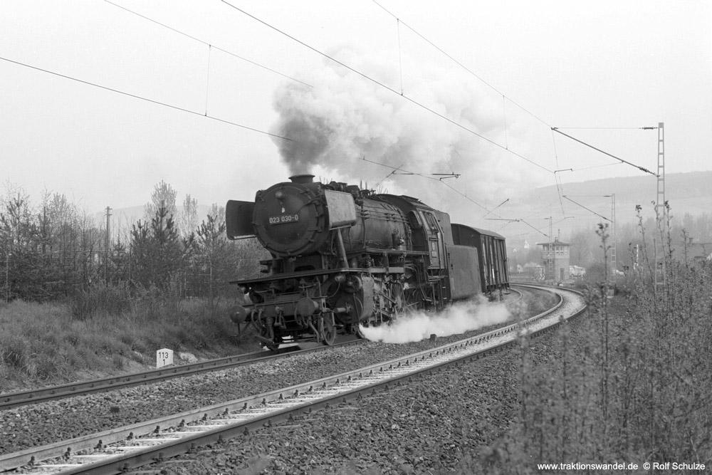 http://www.traktionswandel.de/pics/foren/hifo/1974/1974-04-11_A224-06_023030-0_BwCrailsheim_UE18881_Koenigshofen_1000.jpg