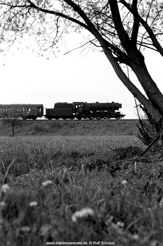 http://www.traktionswandel.de/pics/foren/hifo/1974/1974-04-11_A224-22_023039-1_BwCrailsheim_N2720_Koenigshofen_850h.jpg
