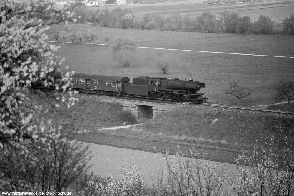 http://www.traktionswandel.de/pics/foren/hifo/1974/1974-04-11_A224-29_023029-1_BwCrailsheim_N2725_Koenigshofen_g_1000.jpg