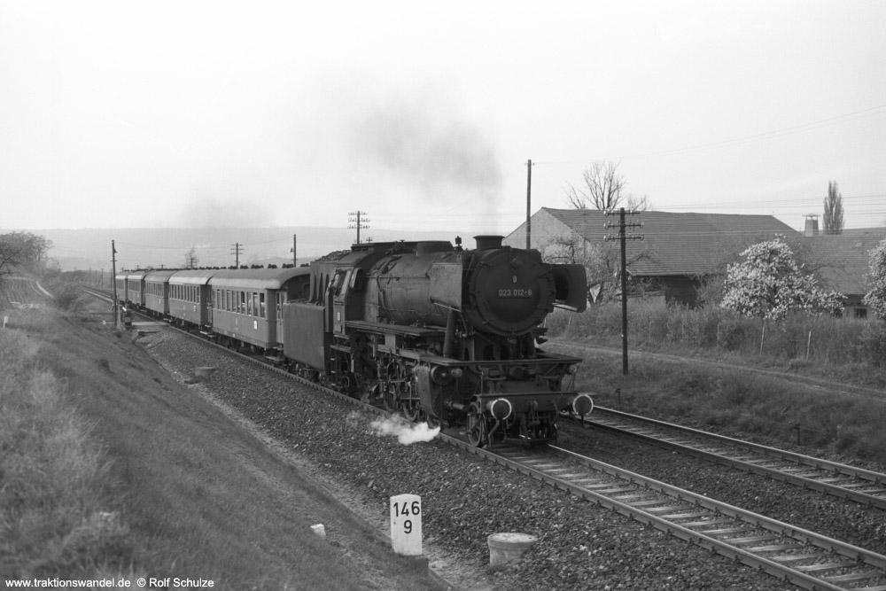 http://www.traktionswandel.de/pics/foren/hifo/1974/1974-04-11_A225-05_023012-8_BwCrailsheim_N3899_Lindflur-km146-8_1000.jpg