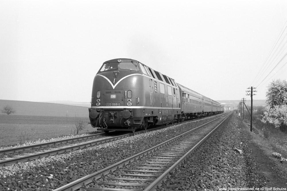 http://www.traktionswandel.de/pics/foren/hifo/1974/1974-04-12_A225-15_220068-1_BwWuerzburg_DC995_Lindflur_1000.jpg
