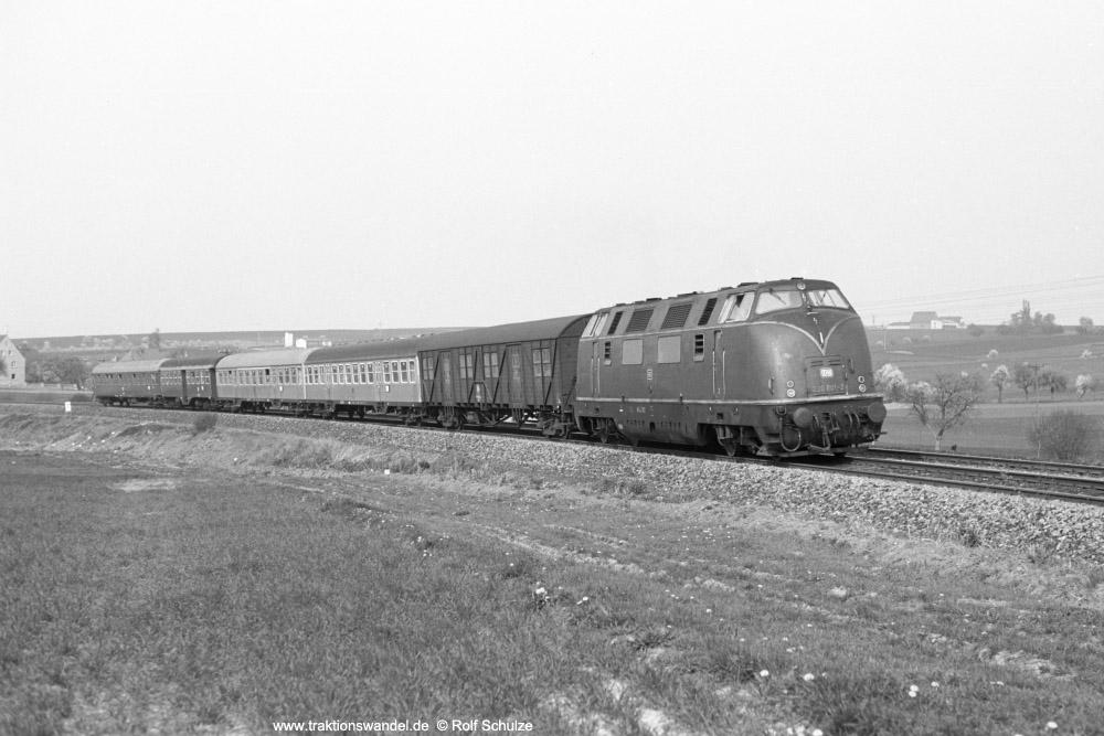 http://www.traktionswandel.de/pics/foren/hifo/1974/1974-04-12_A225-23_220001-2_BwWuerzburg_E1644_Lindflur_1000.jpg