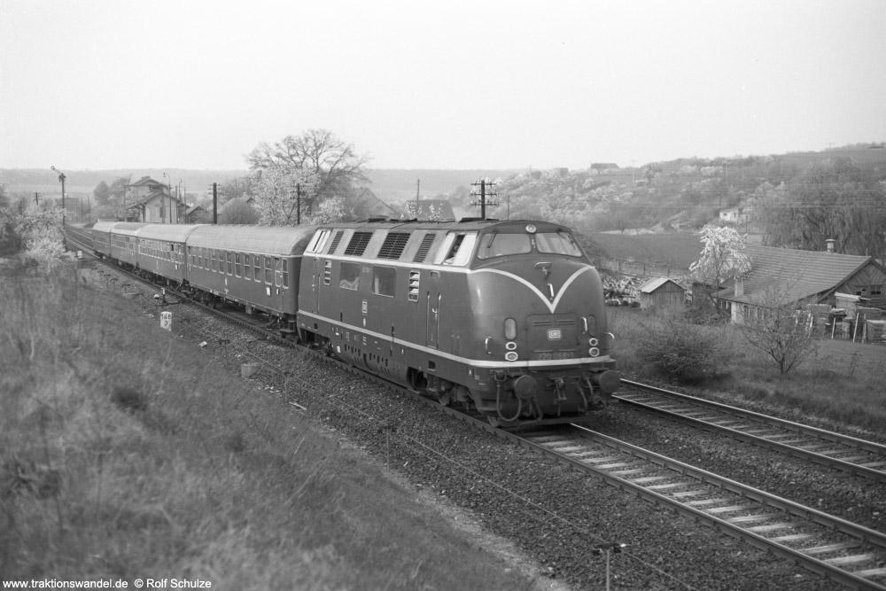 http://www.traktionswandel.de/pics/foren/hifo/1974/1974-04-12_A225-26_220068-1_Bw-Wuerzburg_DC999_Reichenberg_1000.jpg