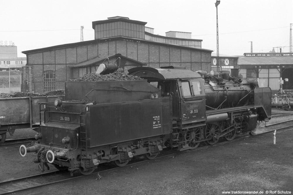 http://www.traktionswandel.de/pics/foren/hifo/1974/1974-05-05_A232-26_24009_imBwFrankfurt-M-2_rsh_1000.jpg