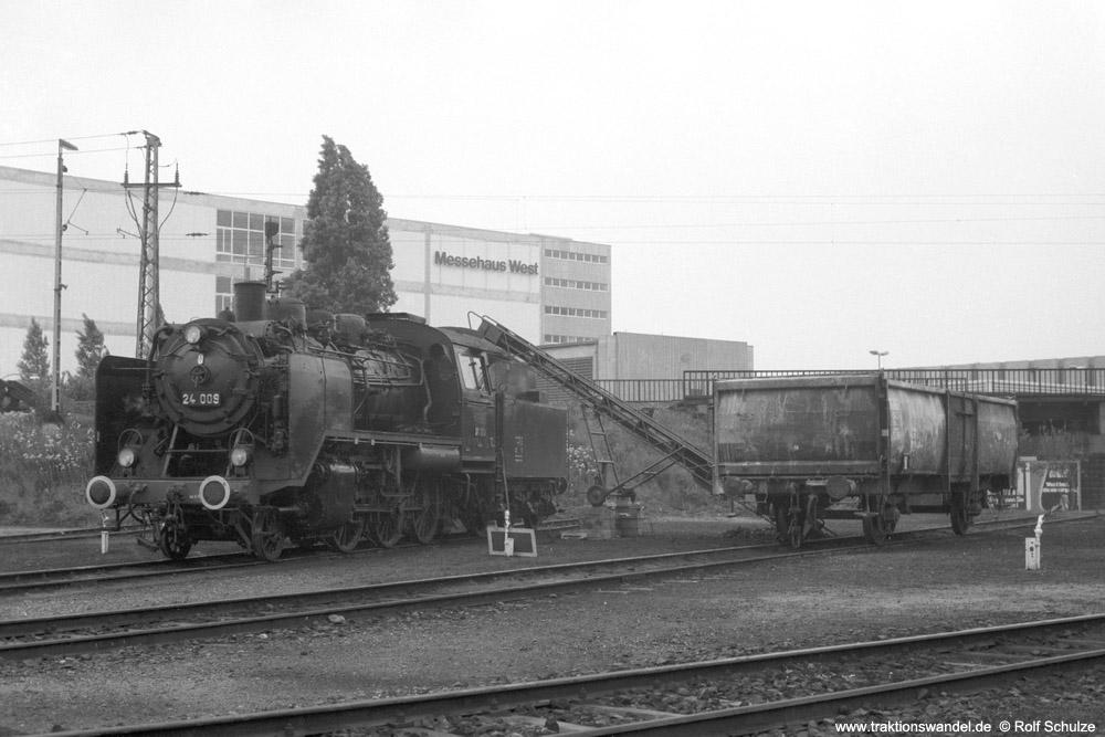 http://www.traktionswandel.de/pics/foren/hifo/1974/1974-05-05_A232-32_24009_imBwFrankfurt-M-2_ls_1000.jpg