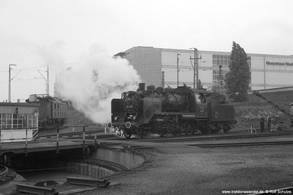 http://www.traktionswandel.de/pics/foren/hifo/1974/1974-05-05_A232-36_24009_imBwFrankfurt-M-2_rolltaufDrehsch_1000.jpg