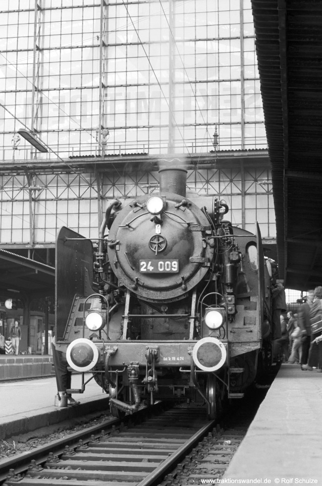 http://www.traktionswandel.de/pics/foren/hifo/1974/1974-05-05_A234-01_24009_E32698_Frankfurt-M-Hbf_650.jpg