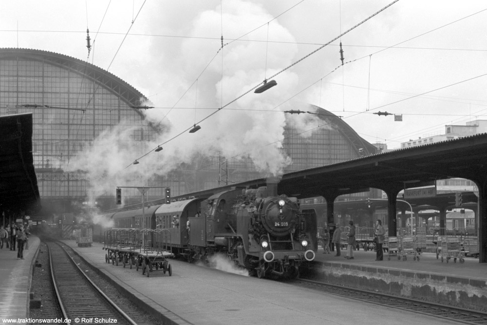 http://www.traktionswandel.de/pics/foren/hifo/1974/1974-05-05_A234-09_24009_E32698_Frankfurt-M-Hbf_Abfahrt_1000.jpg