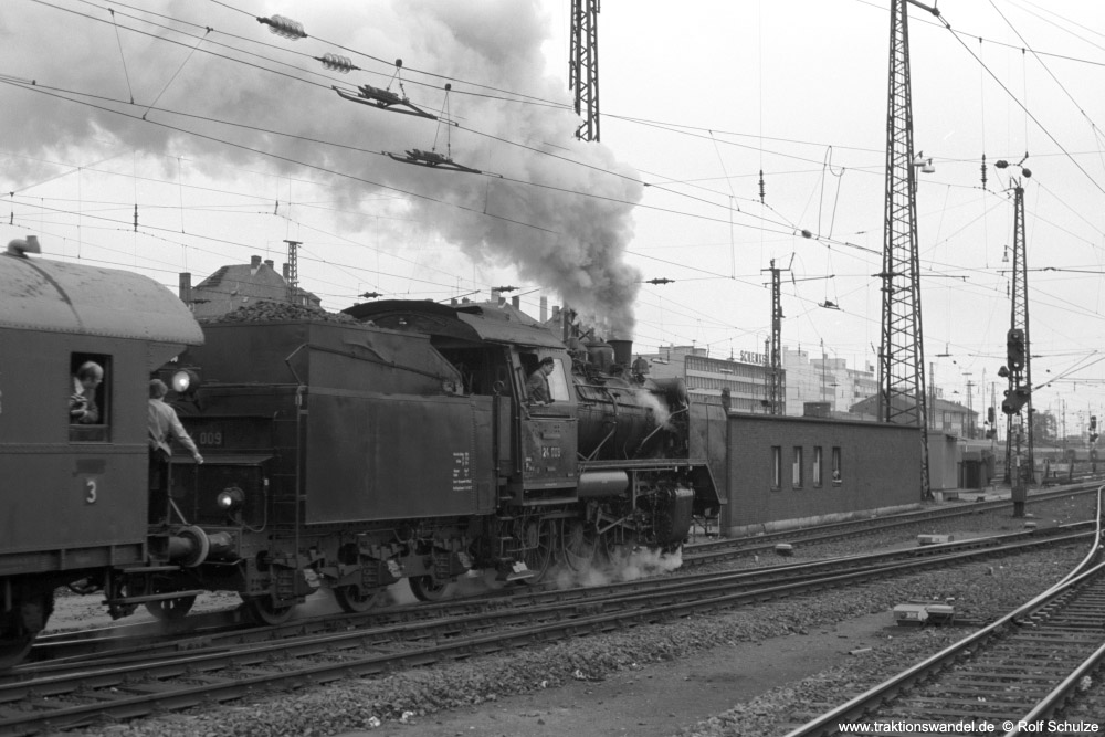 http://www.traktionswandel.de/pics/foren/hifo/1974/1974-05-05_A234-12_24009_E32698_Frankfurt-M-Hbf_Abfahrt_1000.jpg