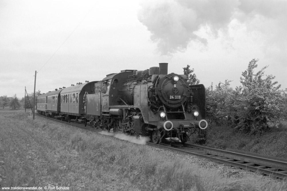 http://www.traktionswandel.de/pics/foren/hifo/1974/1974-05-05_A234-13_24009_E32698_Unterliederbach_1000.jpg