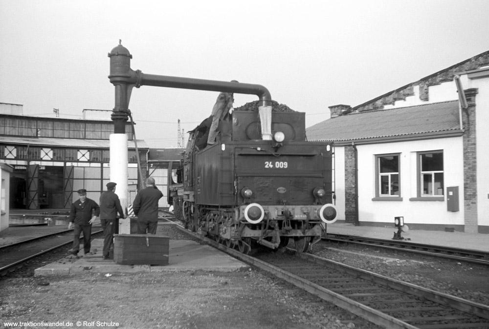 http://www.traktionswandel.de/pics/foren/hifo/1974/1974-05-11_A236-11_24009-EK_imBwFrankfurt-M-2_1000.jpg