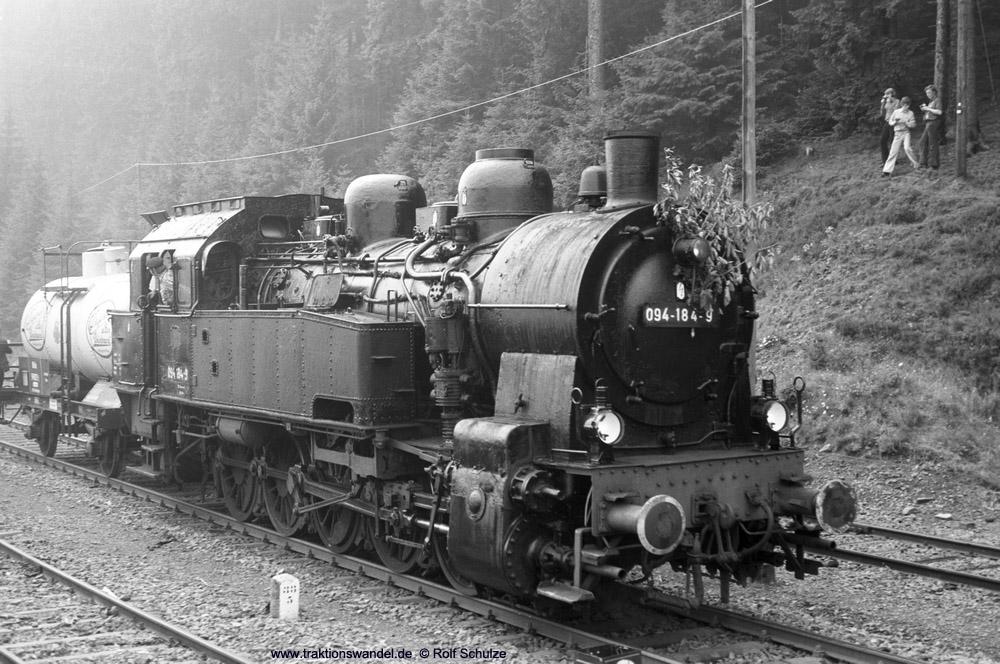 http://www.traktionswandel.de/pics/foren/hifo/1974/1974-08-04_A260-13_094184-9_BwLehrte_Altenau-umsetzen_1000.jpg