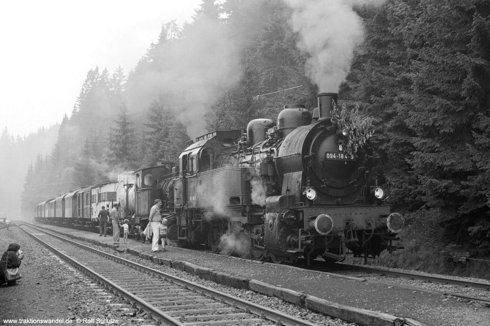 http://www.traktionswandel.de/pics/foren/hifo/1974/1974-08-04_A261-12_094184-9_BwLehrte+Lok2_Sdz_inAltenau_1000.jpg