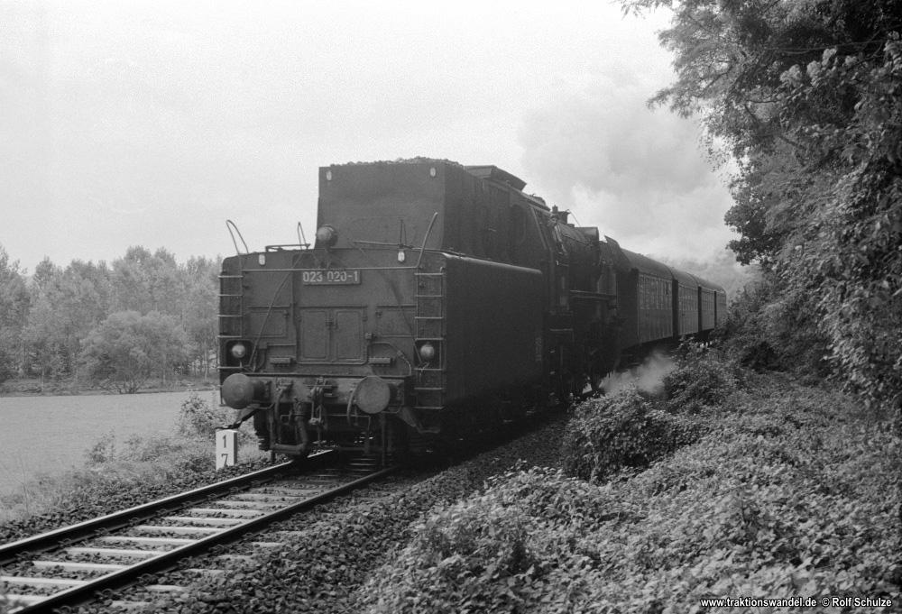 http://www.traktionswandel.de/pics/foren/hifo/1974/1974-10-08_A273-02_023020-1_BwCrailsheim_N7532_Unterbalbach_1000.jpg