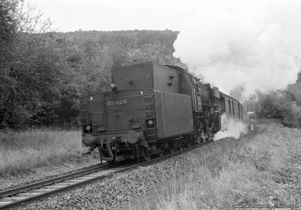 http://www.traktionswandel.de/pics/foren/hifo/1974/1974-10-08_A273-04_023042-5_BwCrailsheim_N7539_Unterbalbach_1000.jpg
