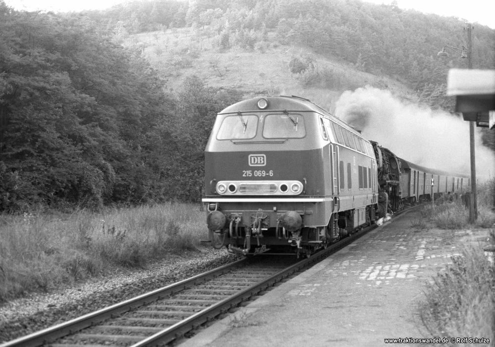 http://www.traktionswandel.de/pics/foren/hifo/1974/1974-10-08_A273-14_215069_BwUlm_05x_BwCrailsheim_N_Unterbalbach_1000.jpg