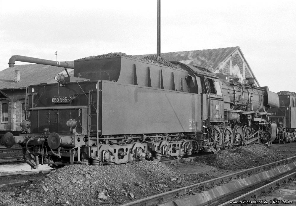 http://www.traktionswandel.de/pics/foren/hifo/1974/1974-10-08_A273-15_050965-3_BwCrailsheim_inLauda_1000.jpg