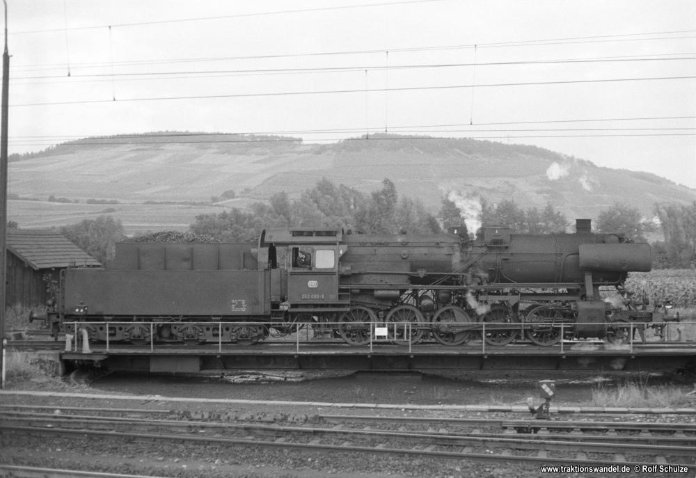 http://www.traktionswandel.de/pics/foren/hifo/1974/1974-10-08_A273-28_053089-9_BwCrailsheim_inLauda-Drehsch_1000.jpg
