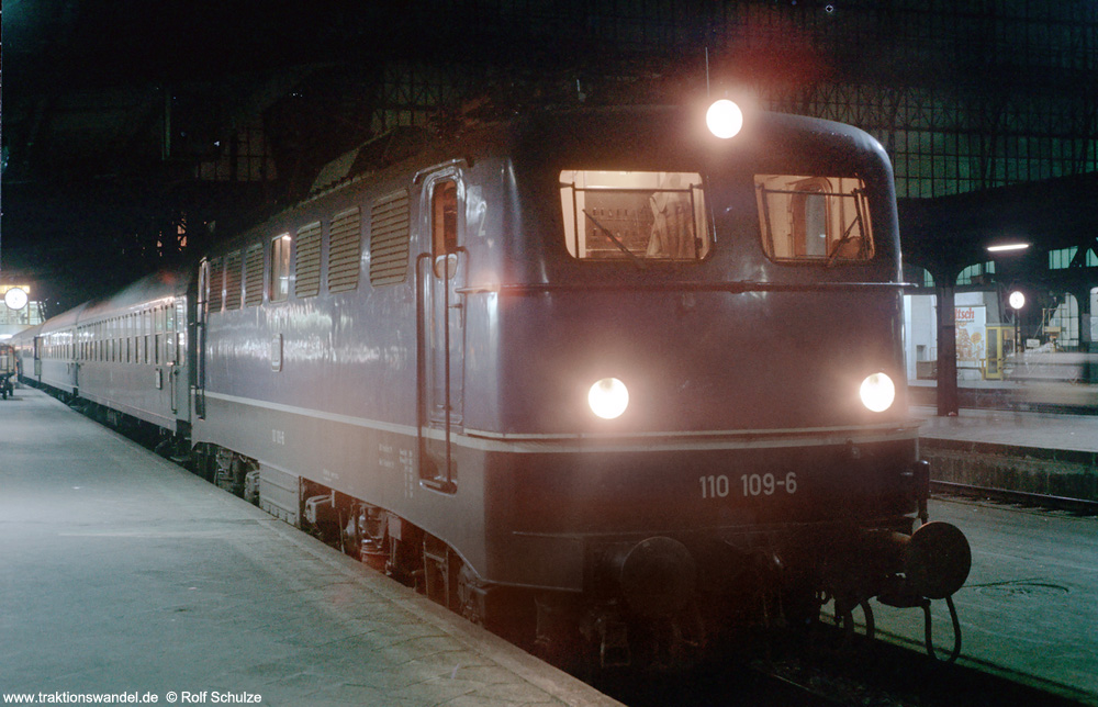 http://www.traktionswandel.de/pics/foren/hifo/1975-12-20_E17-16_110109-6_BwFFM-1_D654_FFM-Hbf_1000.jpg