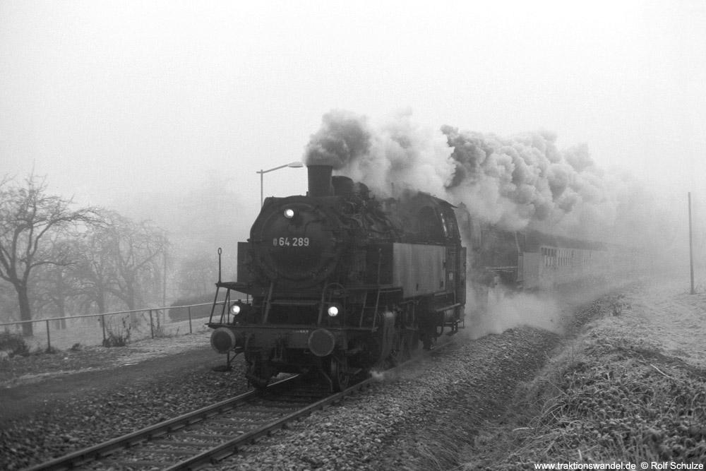 http://www.traktionswandel.de/pics/foren/hifo/1975-12-28_A324-03_64289_052953_Sdz_b-Nussdorf_1000.jpg