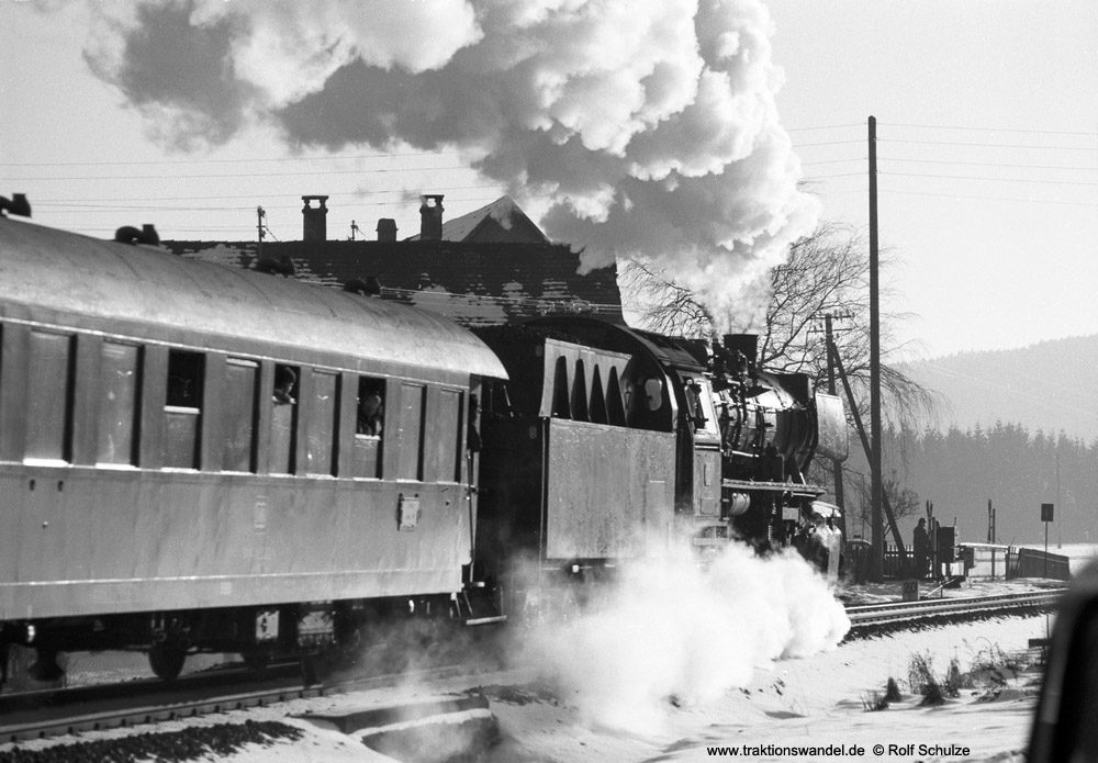 http://www.traktionswandel.de/pics/foren/hifo/1975-12-28_A324-06_050419-1_BwUlm_Sdz_beiAichstetten_1000.jpg