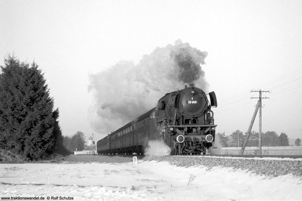 http://www.traktionswandel.de/pics/foren/hifo/1975-12-28_A324-07_23058_Sdz_beiAichstetten_1000.jpg