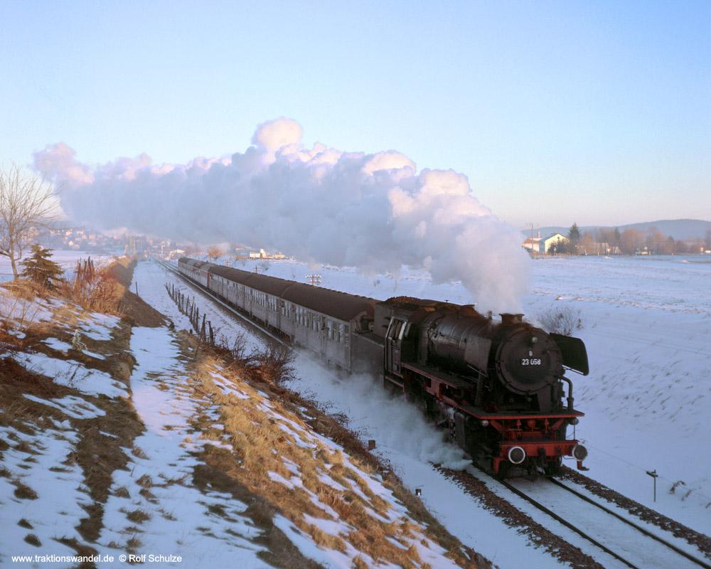 http://www.traktionswandel.de/pics/foren/hifo/1975-12-28_F11-01_23058_Sdz_b-Leutkirch_1000.jpg